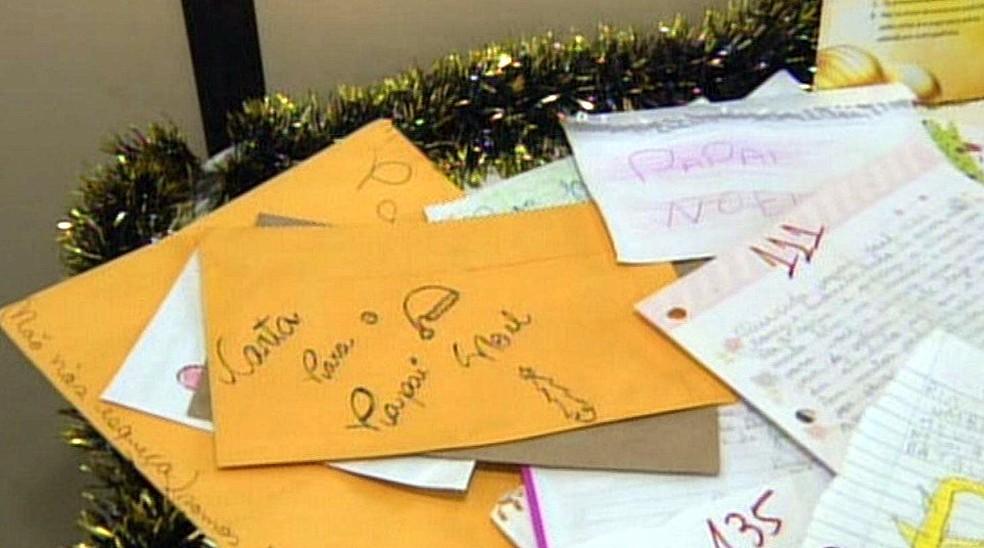 -  Campanha busca padrinhos de cartas de crianças enviadas para Papai Noel  Foto: Reprodução EPTV