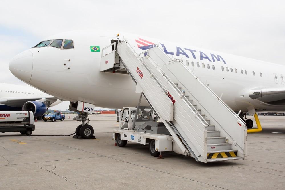 Latam suspende todos os voos internacionais até o final de abril