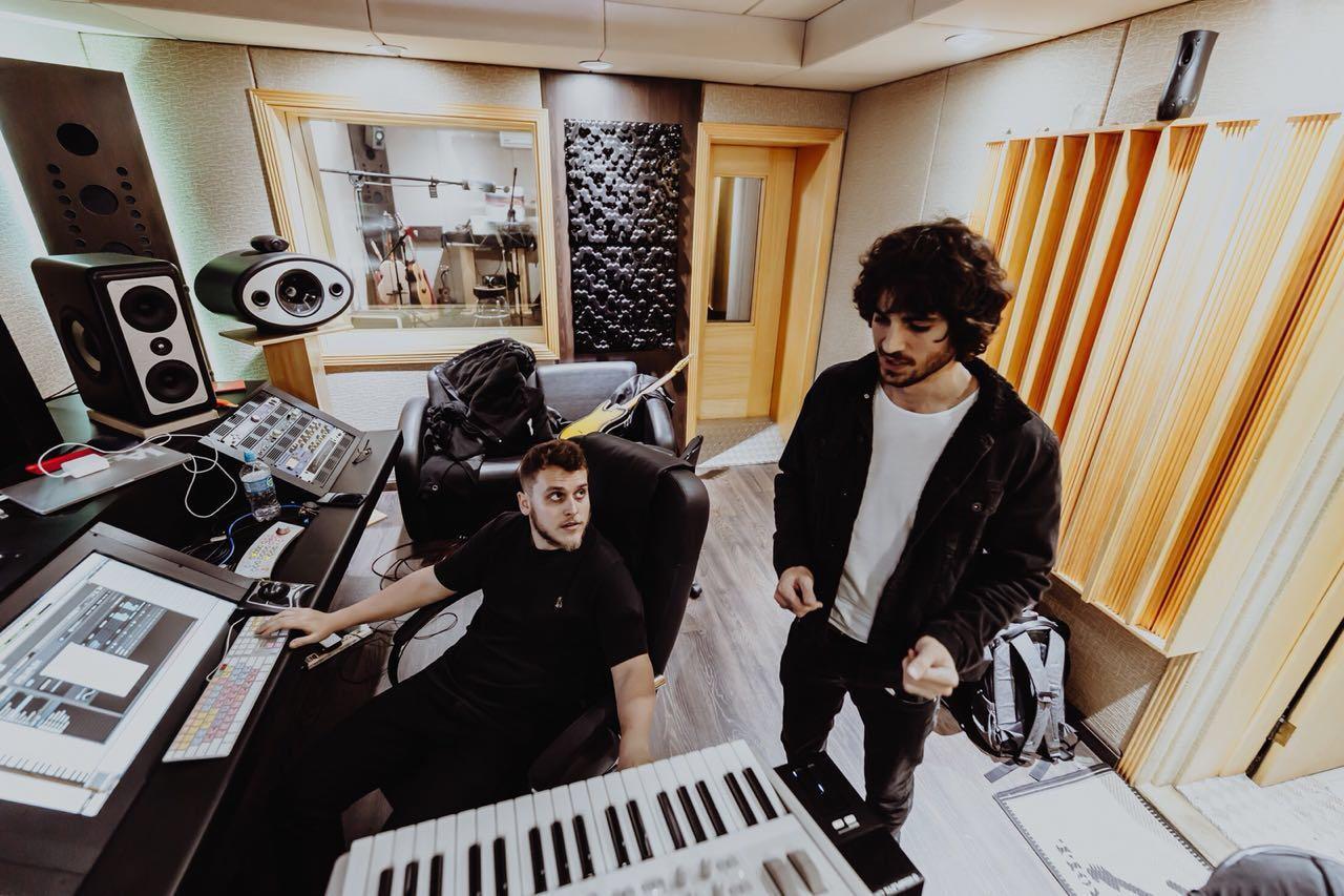 Fiu em estúdio de gravação (Foto: Divulgação)