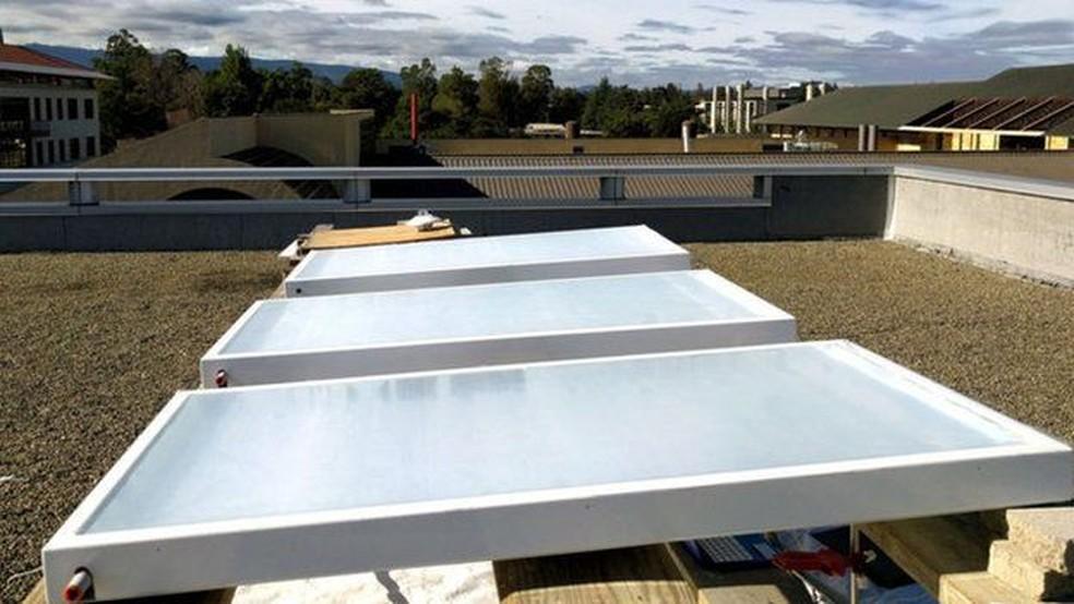 Invento da Skycool Systems em teste num telhado (Foto: AASWATH RAMAN)