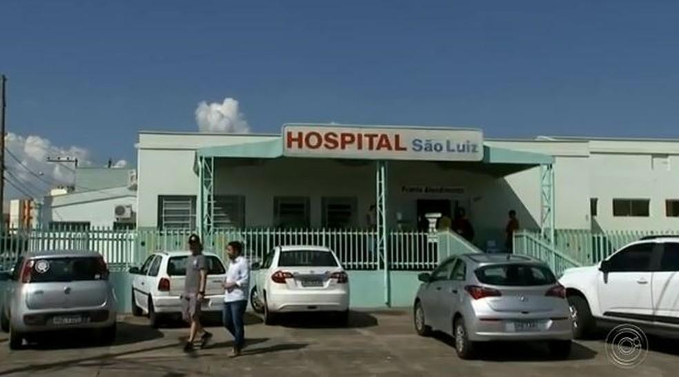 Paraquedistas foram levados para hospital de Boituva — Foto: Reprodução/TV TEM
