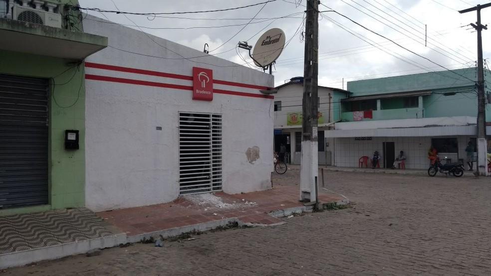 Bandidos explodem agência bancária em Santa Maria (Foto: Ediana Miralha/Inter TV Cabugi)