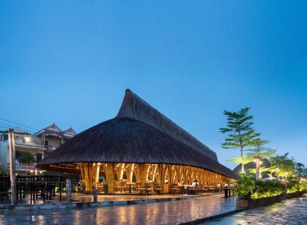 Localizado em Doing Ho, o restaurante possui mais de sete metros de comprimento e tem sua estrutura feita inteiramente de bambu (Foto: Bambubuild)