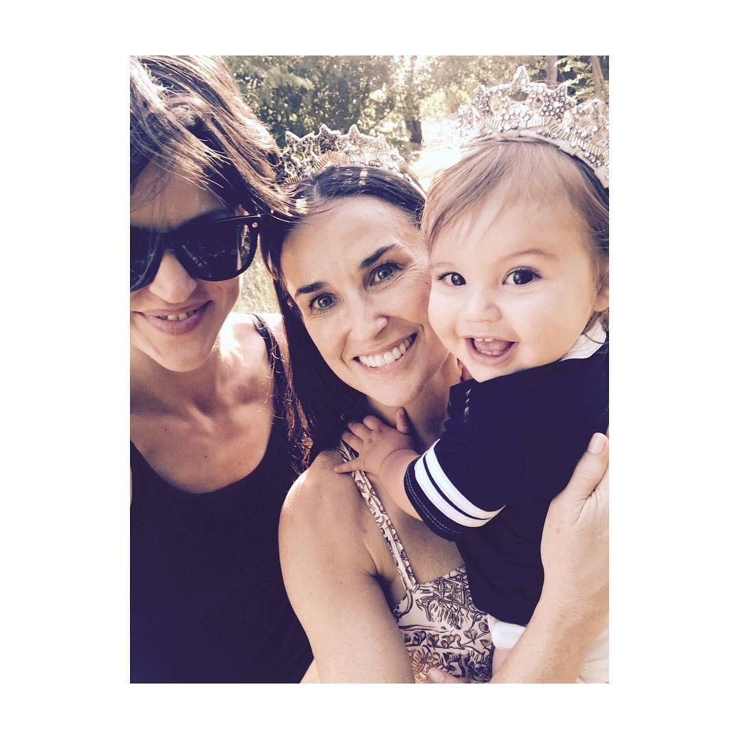 Masha Mandzuka, Demi Moore e a pequena Rumis (Foto: reprodução/ instagram)