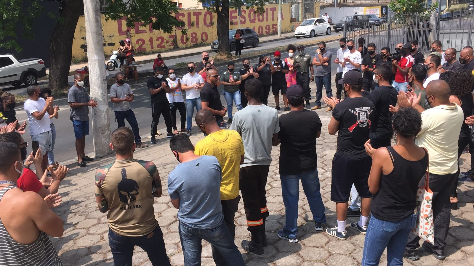 Manifestantes realizam ato por justiça e pedem rigor nas investigações da morte do segurança em Divinópolis