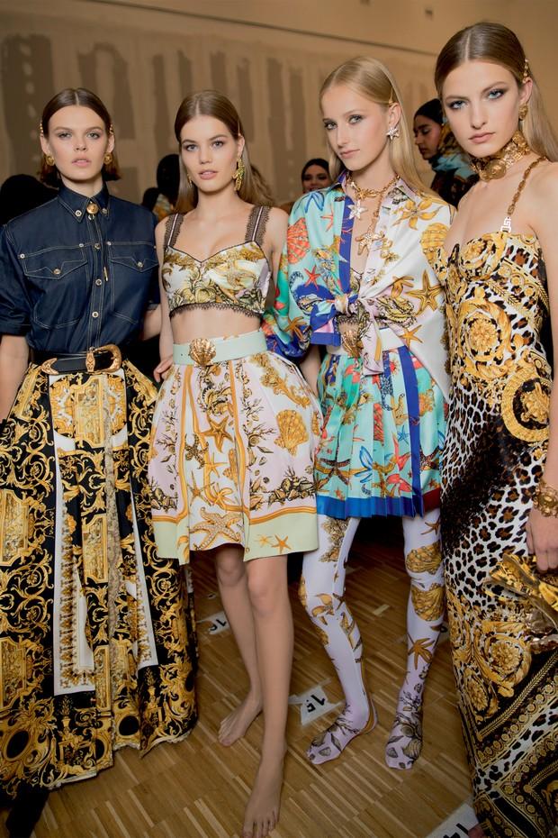 Looks do verão 2018 da Versace, coleção que desembarca este mês no Brasil (Foto: Guilherme Nabhan, Nino Muñoz e Rafael Pavarotti / Divulgação )
