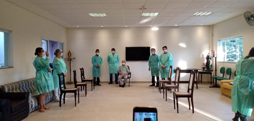 Idoso de 111 anos é o primeiro vacinado contra Covid-19 em Varginha (MG) — Foto: Inagra Angra/EPTV