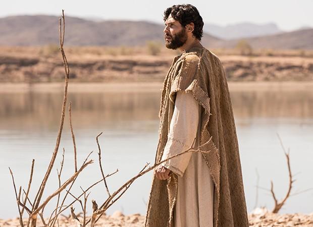 Dudu Azevedo interpreta o protagonista Jesus (Foto: Munir Chatack, Edu Moraes e Blad Meneghel/ Record TV)