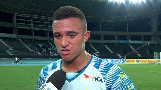 Romulo deixa atrito com a torcida no passado e comemora vitória sobre o Fluminense