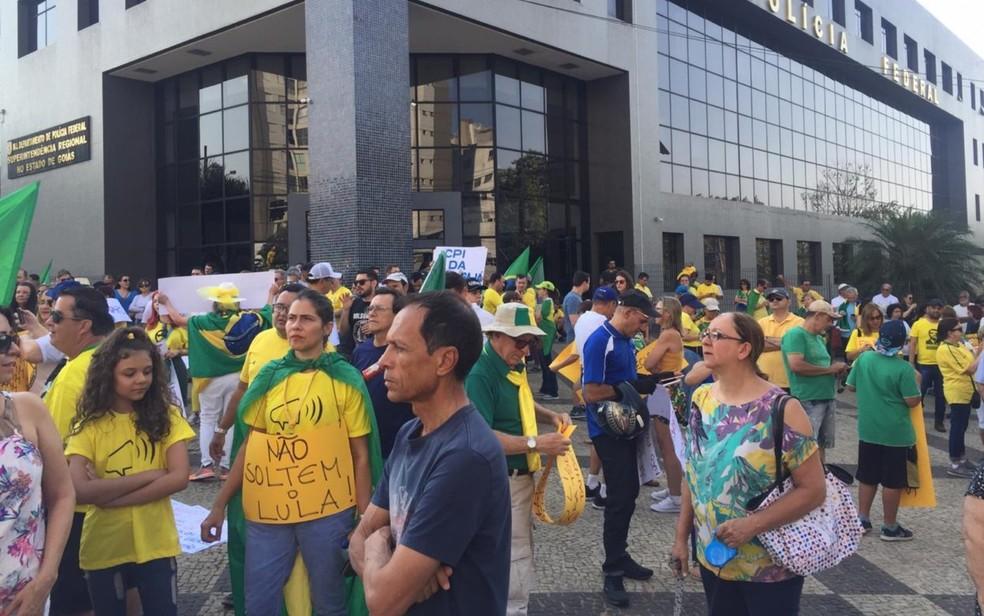 Goiânia (Goiás) - Manifestantes fazem ato a favor de Bolsonaro e contra a lei de abuso de autoridade por volta das 15h30 — Foto: Lis Lopes/G1