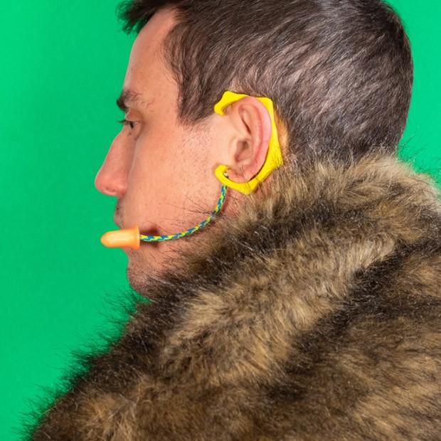 Preocupado que pode tomar spoilers da nova temporada de Game of Thrones? Coloque estes acessórios e assim que escutar o nome da série, ponha os tampões de ouvido que o acompanham. (Foto: Instagram/unnecessaryinventions)