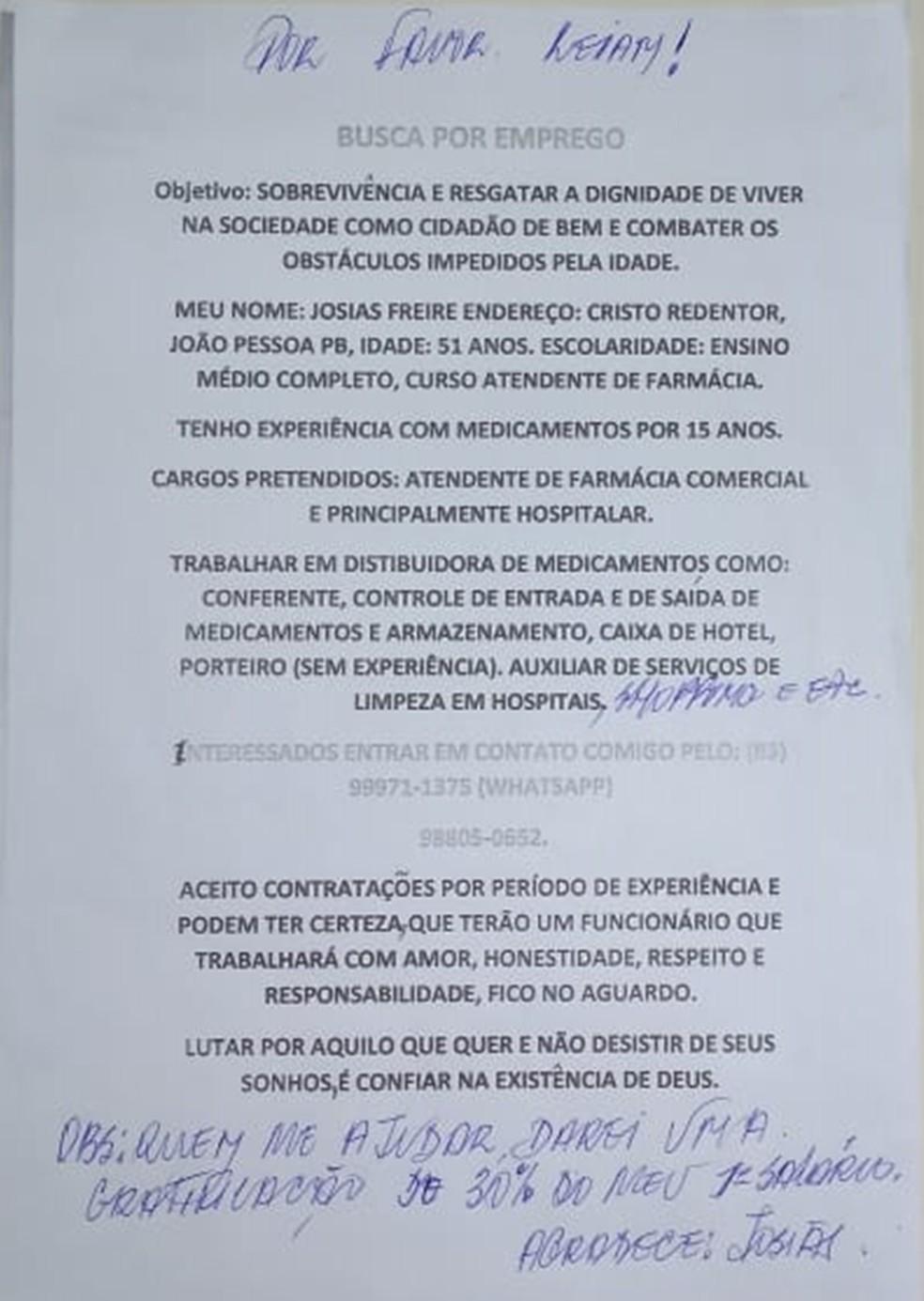 Josias Freire escreveu um texto e tirou cópias para entregar nos semáforos de João Pessoa durante sua busca por um emprego (Foto: Clara Rezende/G1)