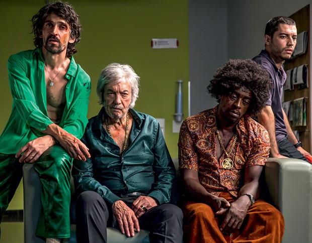 Julio Andrade, Erasmo Carlos, Seu Jorge e Lee Taylor: a família de Paraíso Perdido (Foto: Divulgação)