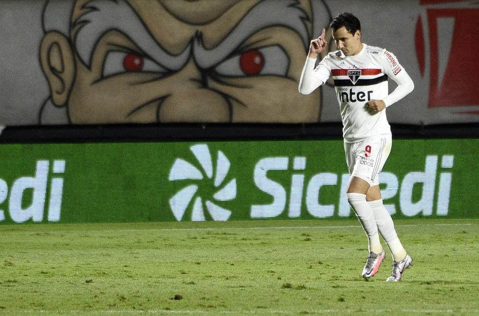 Pablo comemora gol do São Paulo no jogo contra o Flamengo — Foto: Marcos Riboli
