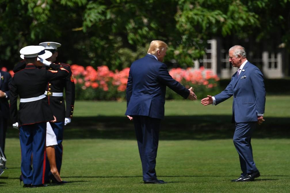 Príncipe Charles recepciona Donald Trump no Palácio de Buckingham — Foto: Mandel Ngan / AFP