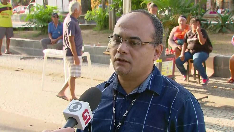 O agente adiministrativo do Ministério do Trabalho, Alson Albino, explica regras sobre o pagamento do PIS/Pasep (Foto: Reprodução/TV Globo)