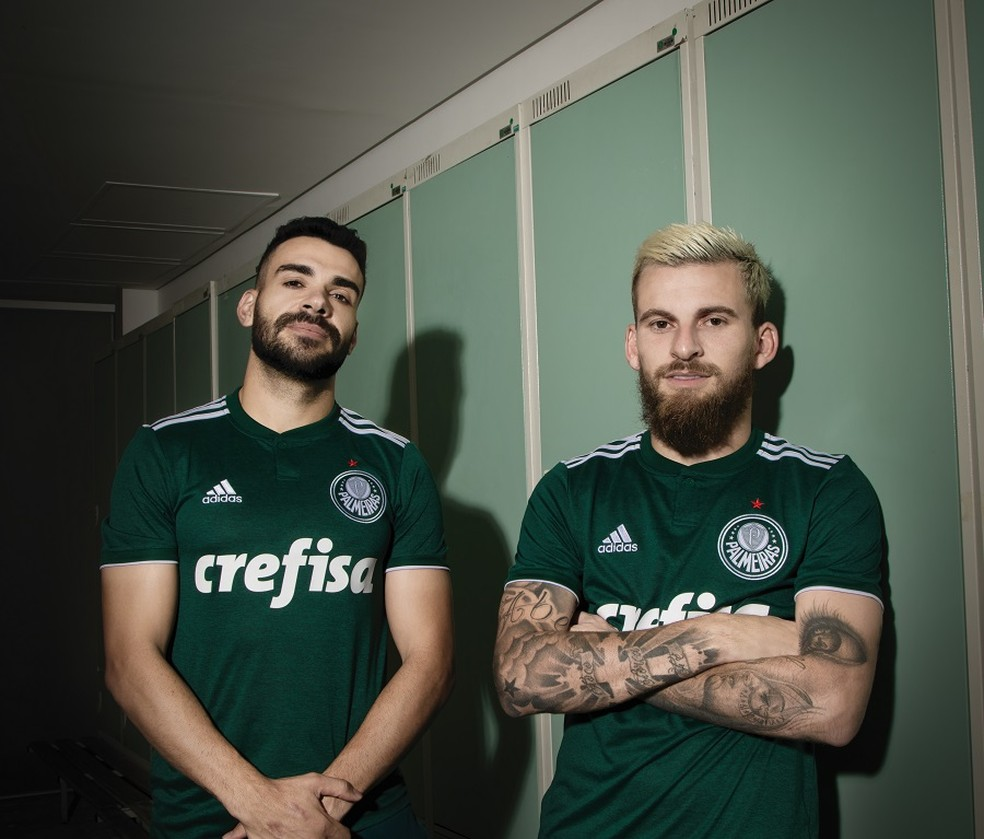 7572b2e24a ... Bruno Henrique e Lucas Lima posam com nova camisa — Foto: Divulgação/ Adidas