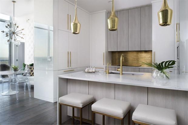 Apartamento tem toques de frescor e glamour vintage (Foto: @Galina Juliana)