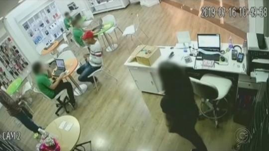 Dupla armada assalta loja de celulares em shopping de Jaú; vídeo