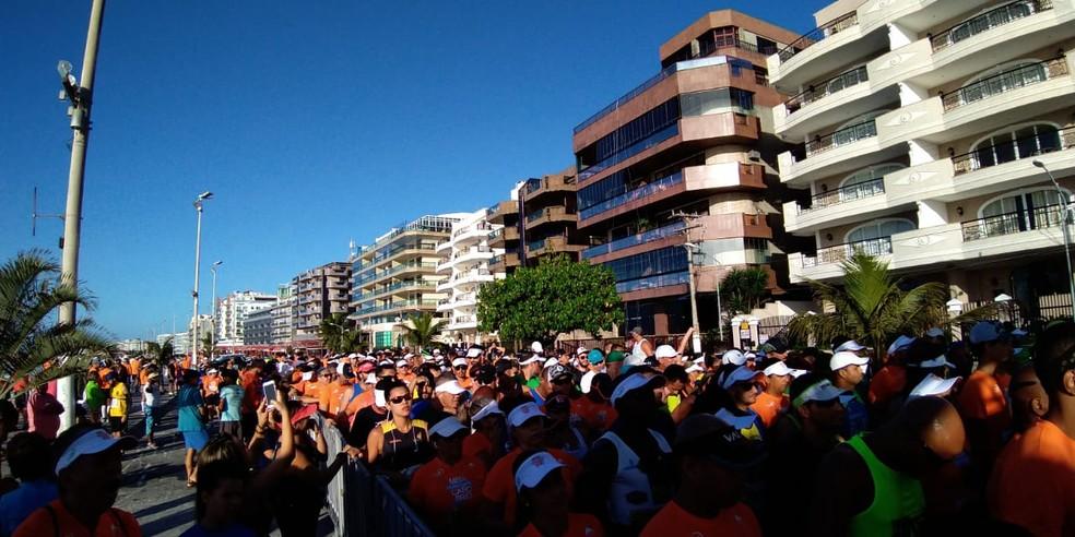 Largada da corrida aconteceu na manhã deste domiunfo (9) na Praia do Forte, em Cabo Frio, no RJ — Foto: Paulo Henrique Cardoso   Inter TV RJ