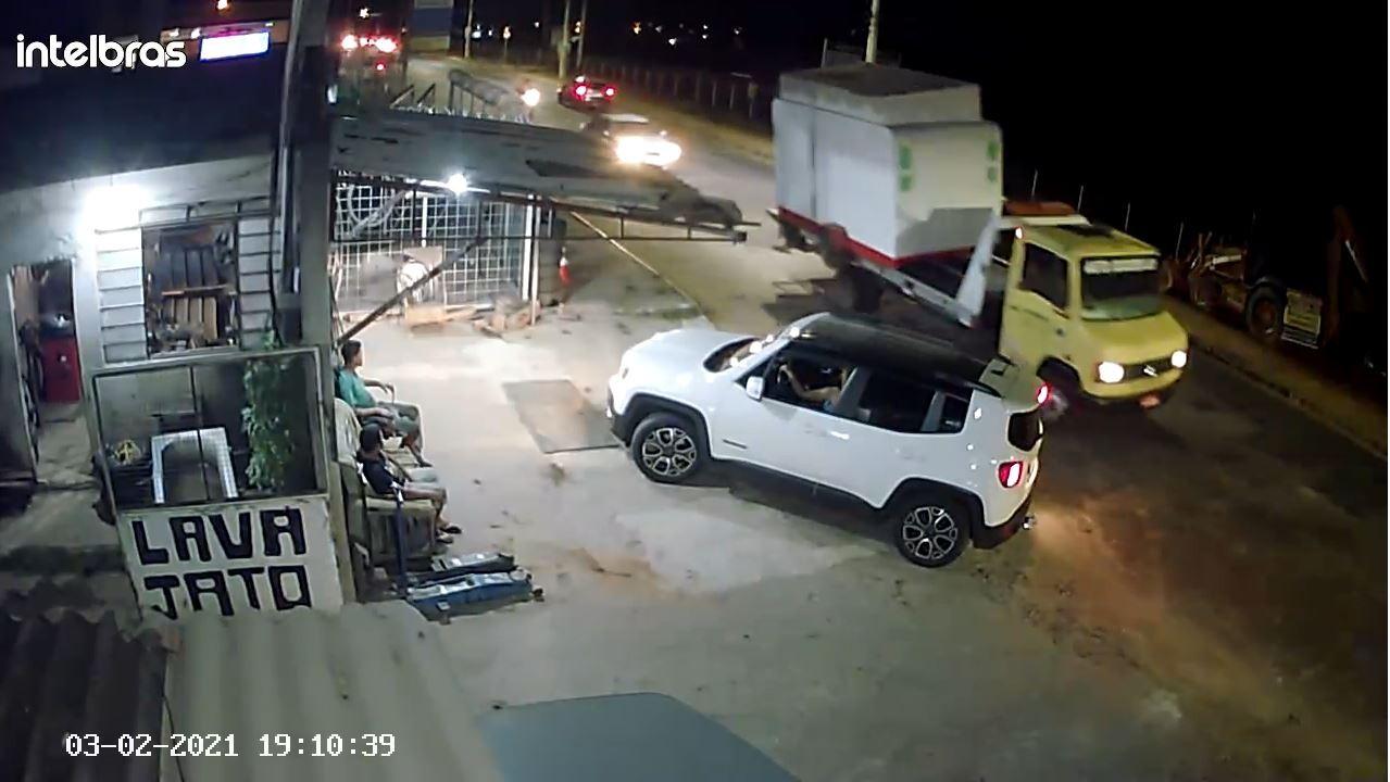 Polícia Civil investiga suspeitos de fechar avenida para furtar trailer de lanches na Grande BH