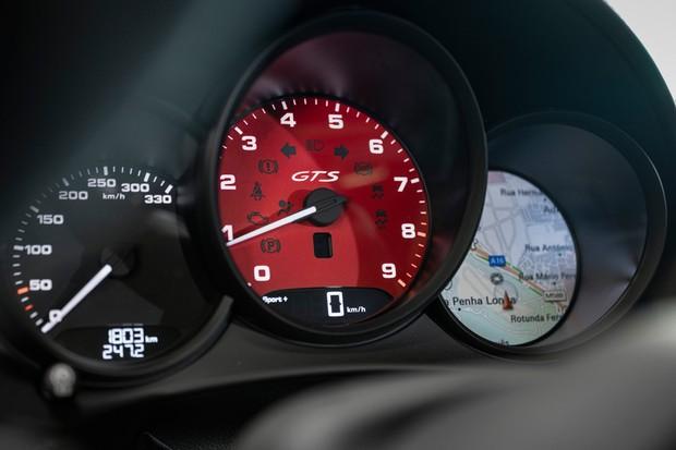 O conta-giros indica o corte a quase 8 mil rpm (Foto: Divulgação)