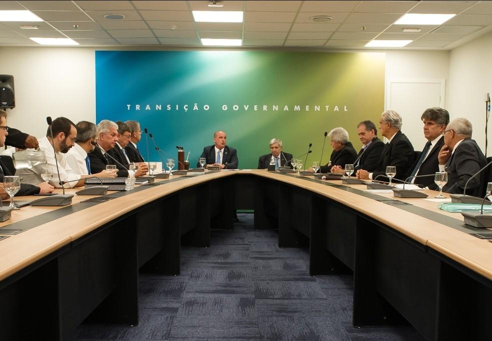 Equipe de transição durante reunião nesta segunda-feira (5) no Centro Cultural Banco do Brasil — Foto: Romério Cunha/Casa Civil da Presidência da República