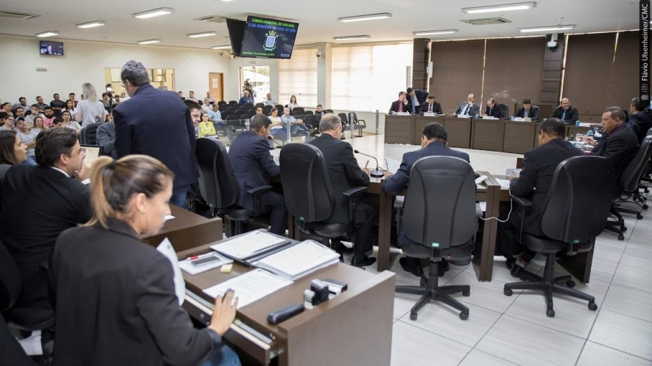 Vereadores de Cascavel aprovam projeto que proíbe inauguração de obras inacabadas