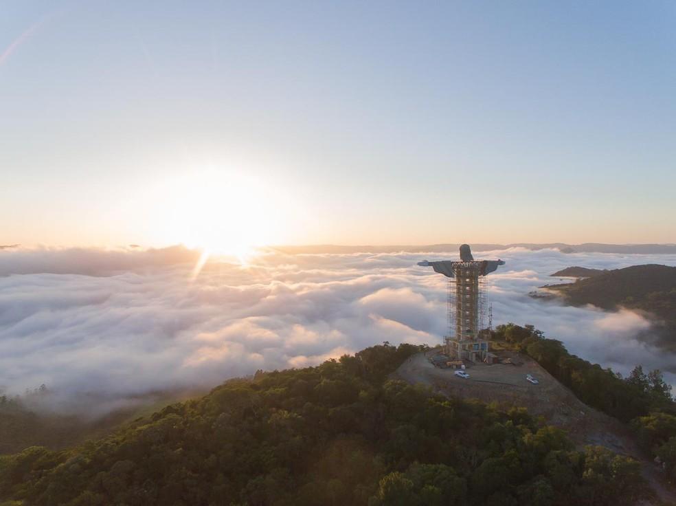Estátua de Cristo é construída em Encantado, no interior do RS — Foto: Eduardo Poletto/Divulgação