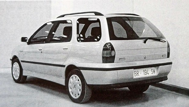 Protótipo construído na Itália mostra que versão final ainda sofreu pequenas alterações na linha inferior do porta-malas (Foto: MIAU Museu da Imprensa Automotiva)