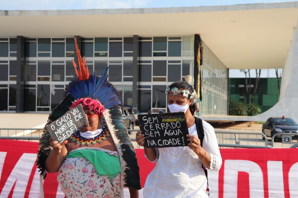 Indígenas protestam após pedido de vista em julgamento sobre 'marco temporal' para demarcação de terras, no STF — Foto: Carolina Cruz/Brasília