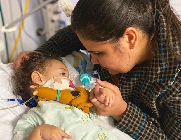 Valentina está intubada em Porto Alegre/RS (Foto: Arquivo pessoal)