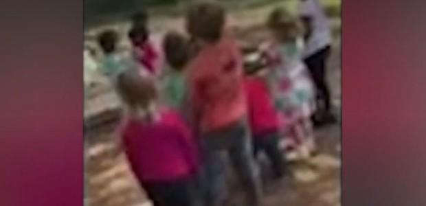 Crianças jogam pedras em colegas (Foto: Reprodução/ Fox 13)