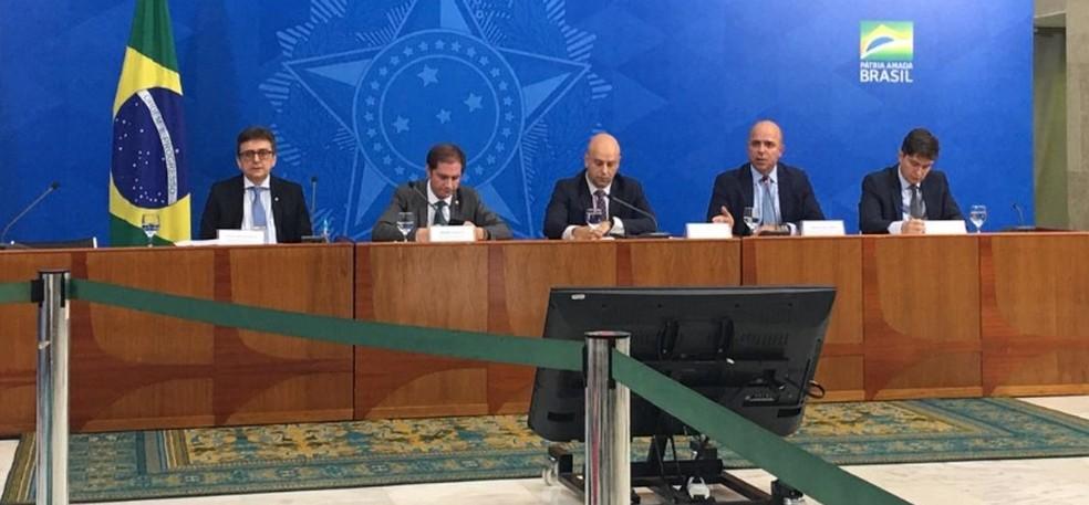 Integrantes da equipe econômica detalham medidas do governo em entrevista no Palácio do Planalto — Foto: Gustavo Garcia/G1