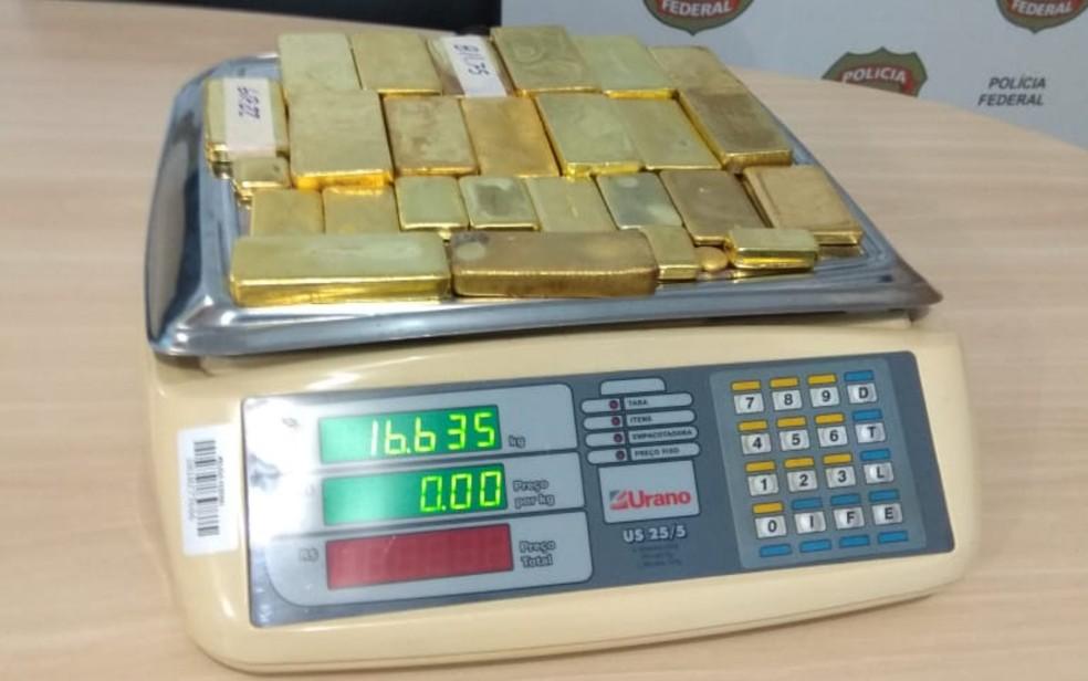 Barras de ouro apreendidas em avião em Aragarças, Goiás, de acordo com a Polícia Federal — Foto: Polícia Federal/Divulgação