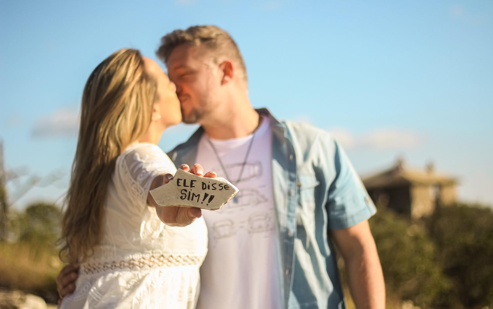 Terapeuta pede namorado em casamento durante ensaio fotográfico 'falso' em MG: 'Ele disse sim'