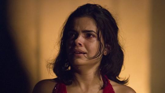 Tóia incendeia casa para matar Romero e faz pacto com Atena