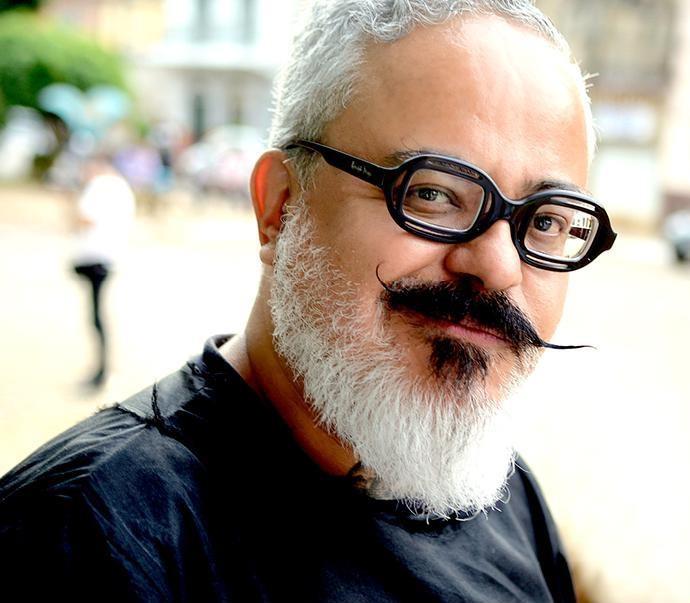 Ronaldo Fraga comanda oficina de ilustração na Casa do Parque, em SP (Foto: Divulgação )