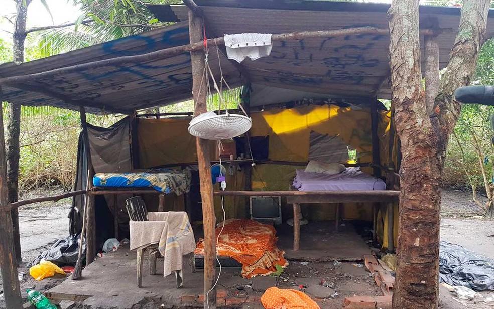 Acampamento era ponto de encontro de pessoas envolvidas com o tráfico de drogas, segundo apontam as investigações (Foto: Divulgação/SSP-BA)