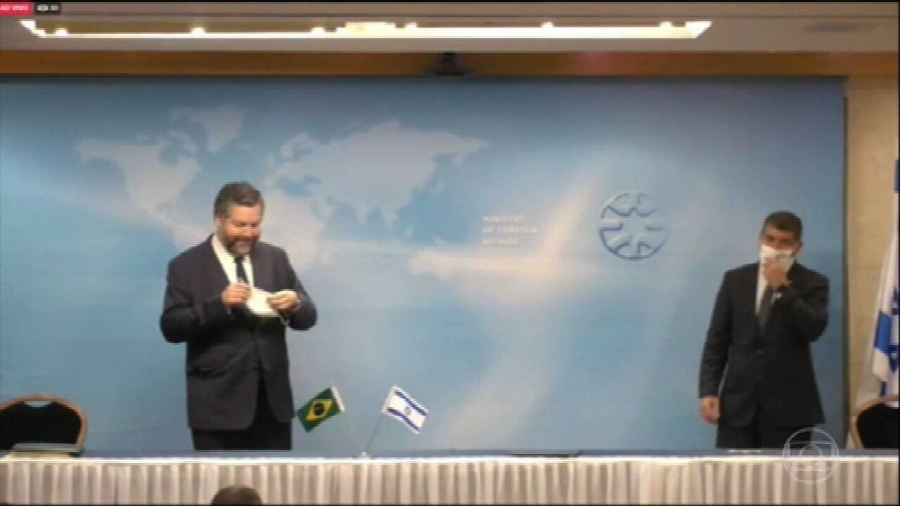 Ministro Ernesto Araújo é repreendido por não usar máscara durante visita oficial a Israel