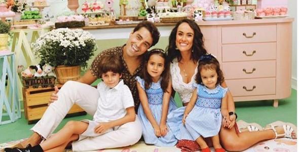 Ricardo com os filhos e a mulher (Foto: Reprodução/ Instagram)