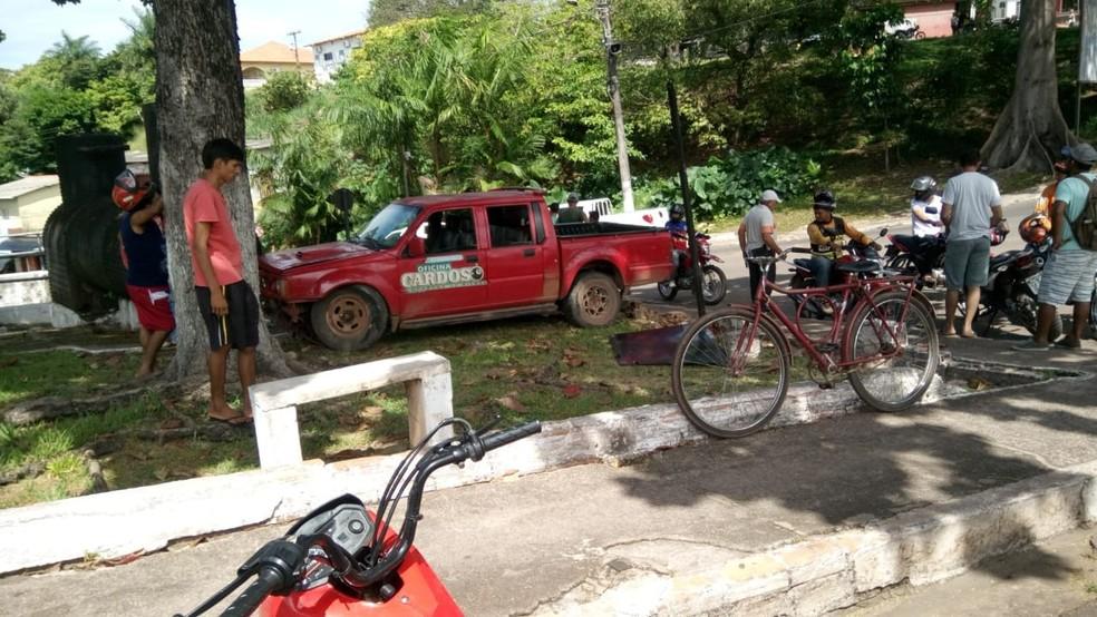 -  Carro perdeu o controle após freio do veículo ter falhado. Acidente ocorreu nesta quarta-feira  11  em Monte Alegre  Foto: Arney Barreto/ Arquivo Pes