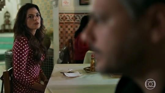 Zuleika vai a encontro às cegas e descobre quem é seu pretendente misterioso