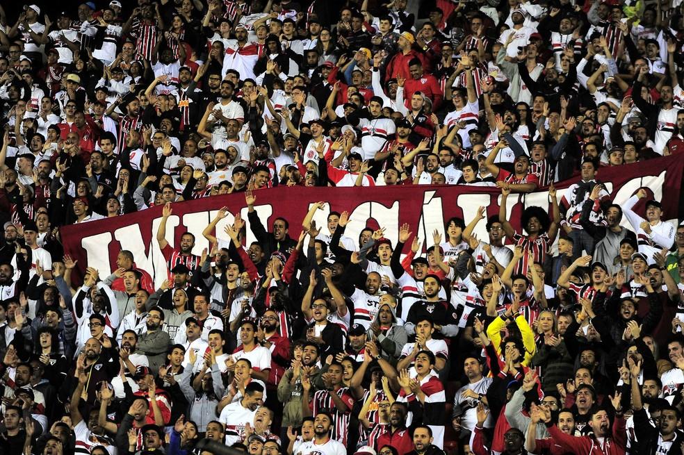 Torcida do São Paulo na vitória sobre o Botafogo (Foto: Marcos Ribolli)