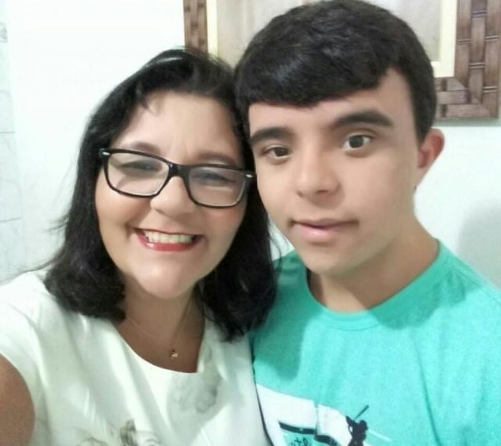 Roseli Maria faleceu na terça-feira (4) e deixou um filho que possui Síndrome de Down — Foto: Reprodução/Facebook
