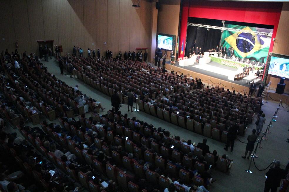 Cerimônia de posse aconteceu no Teatro Estadual Palácio das Artes, em Porto Velho. — Foto: Pedro Bentes/G1