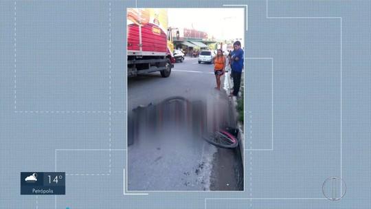 Ciclista morre atropelado por caminhão em Cabo Frio, no RJ