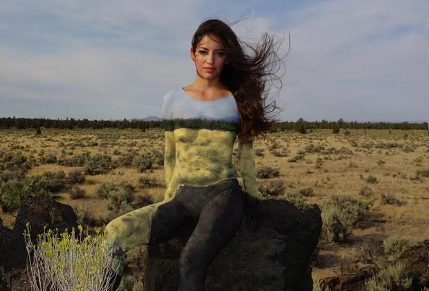 Especialista em body painting, a pintura corporal, Natalie Fletches vem viajando pelos Estados Unidos pintando corpos em diferentes paisagens (Foto: Reprodução / artbynathaliefletcher.com)