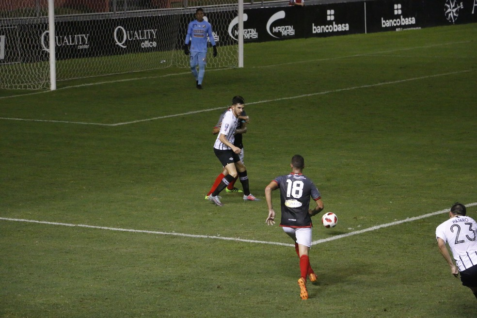 Adrián Martínez, artilheiro da Libertadores, atuou no sábado — Foto: Eduardo Moura