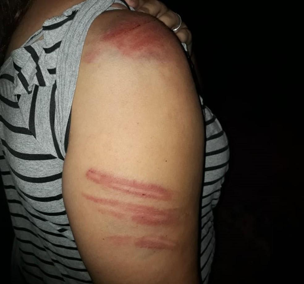 Marido utilizou vara de bambu para agredir a vítima — Foto: Polícia Militar
